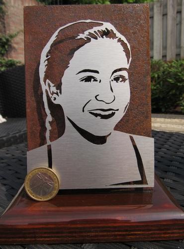 portret in metaal